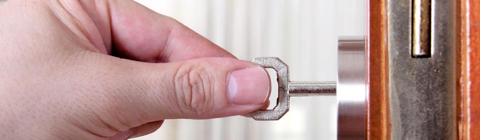 Sleutel in slot steken